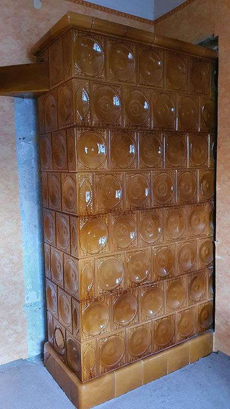 5x2,5x7 es párkányos barna cserépkályha első bontása volt így nagyon jó állapotban van.