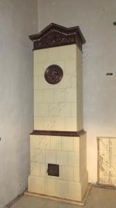 Tolcsván a Szirmay-Waldbott kastélyban épült ez a cserépkályha. Magassága 320cm